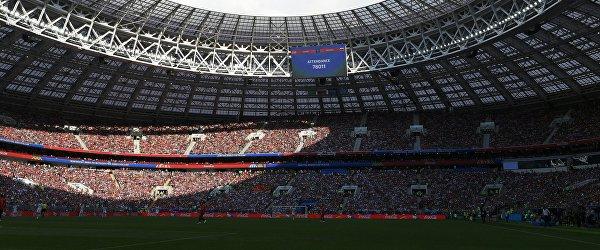 Электронное табло с информацией о количестве зрителей на стадионе Лужники