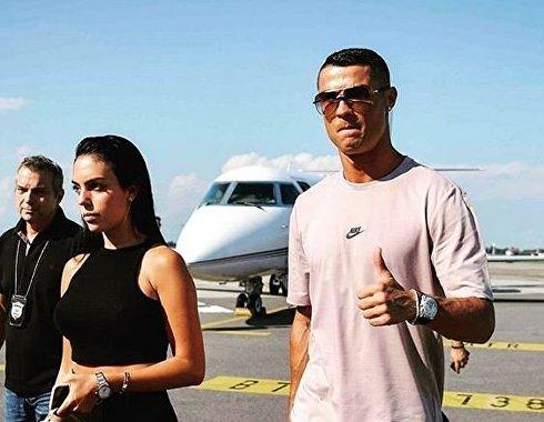Роналду прилетел в Турин