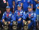 Экипаж команды КАМАЗ-мастер пилот Андрей Каргинов, штурман Андрей Мокеев и механик Игорь Леонов (справа налево)
