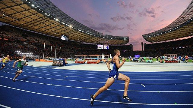 Спортсмены на дистанции 400 метров