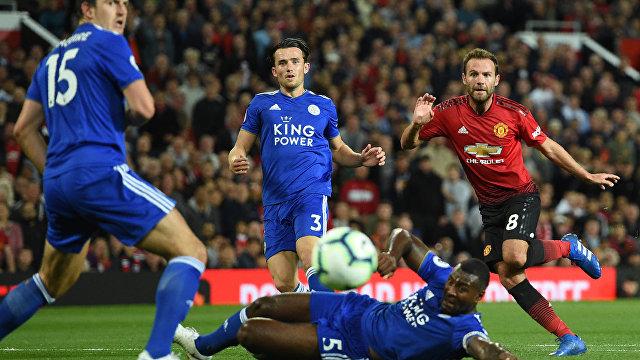 Игровой момент матча Манчестер Юнайтед - Лестер