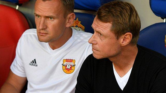 Олег Кононов (справа)