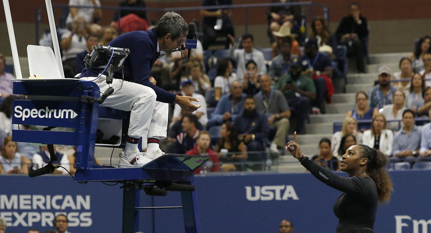 Арбитр финала US Open Карлос Рамос (слева) и Серена Уильямс (справа)