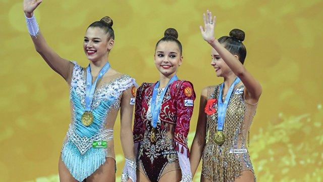 Александра Солдатова, Арина Аверина и Дина Аверина (слева направо)