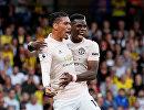 Футболисты Манчестер Юнайтед Крис Смоллинг и Поль Погба (слева направо)