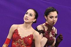 Евгения Медведева (справа) и Алина Загитова