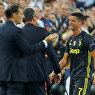 Нападающий Ювентуса Криштиану Роналду покидает поле после первого удаления в Лиге чемпионов