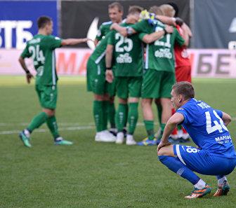 Футболисты Анжи радуются победе