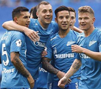 Футболисты Зенита Леандро Паредес, Артём Дзюба, Себастьян Дриусси и Олег Шатов (слева направо)
