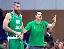 Игрок Уникса Костас Каймакоглу (слева) и главный тренер Димитрис Прифтис