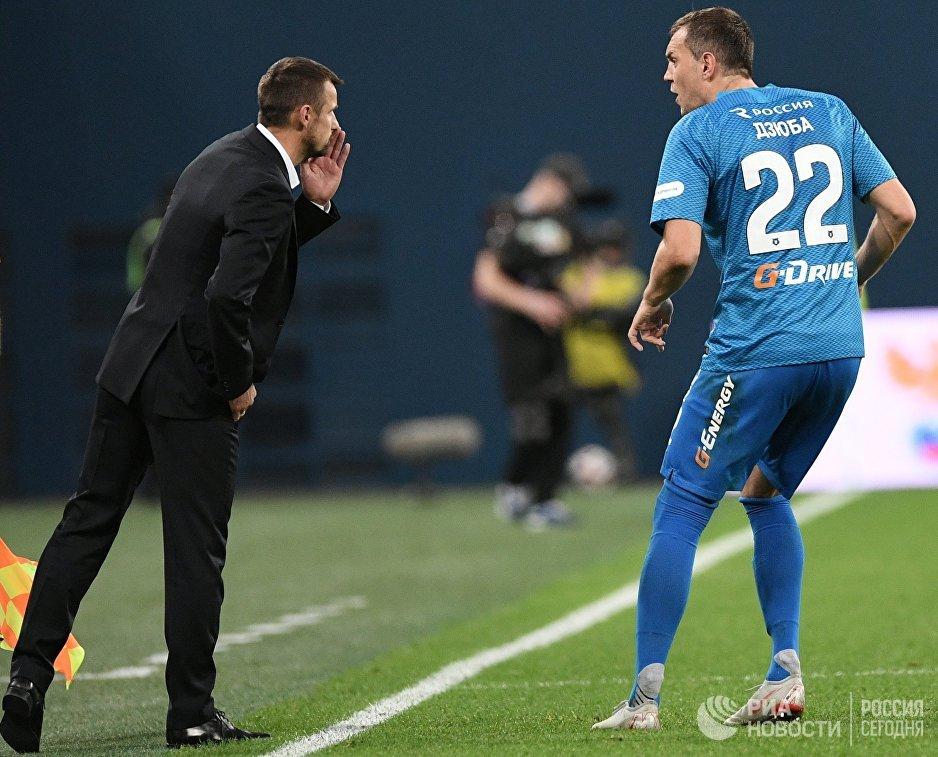 Нападающий Зенита Артём Дзюба (справа) и главный тренер Зенита Сергей Семак