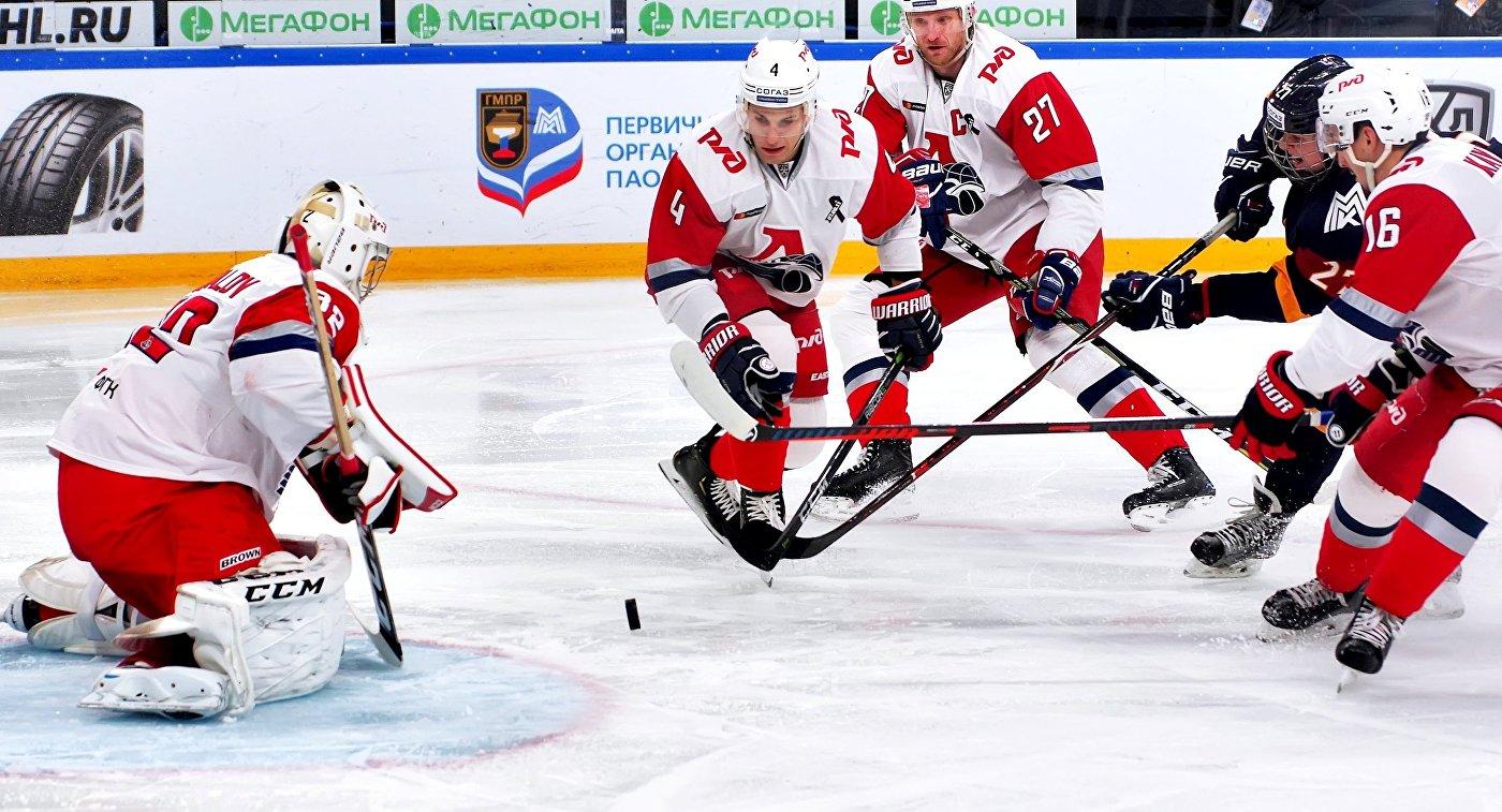 Илья Коновалов (слева)