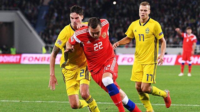 Защитник сборной Швеции Микаэль Лустиг, нападающий сборной России Артём Дзюба и полузащитник сборной Швеции Виктор Классон (слева направо)
