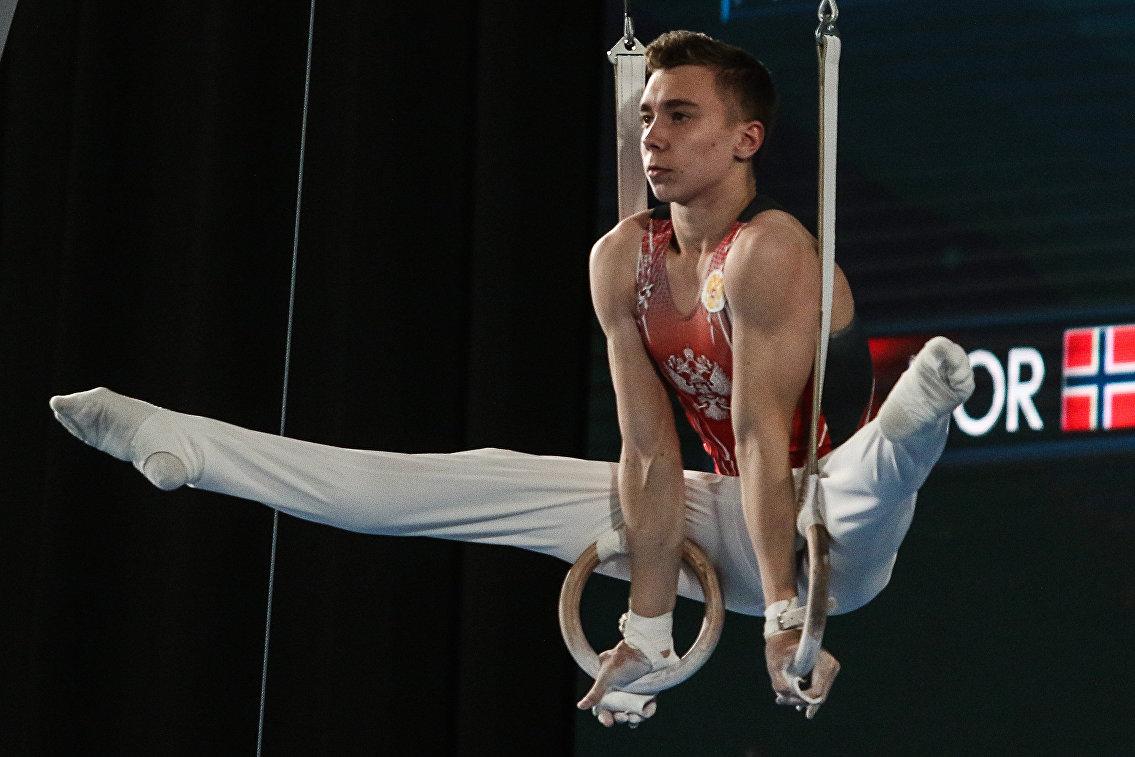 Российский гимнаст Найдин из-за травмы снялся с соревнований на перекладе на ЮОИ