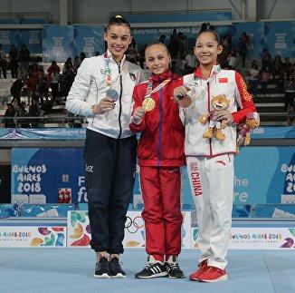 Ксения Клименко (в центре)