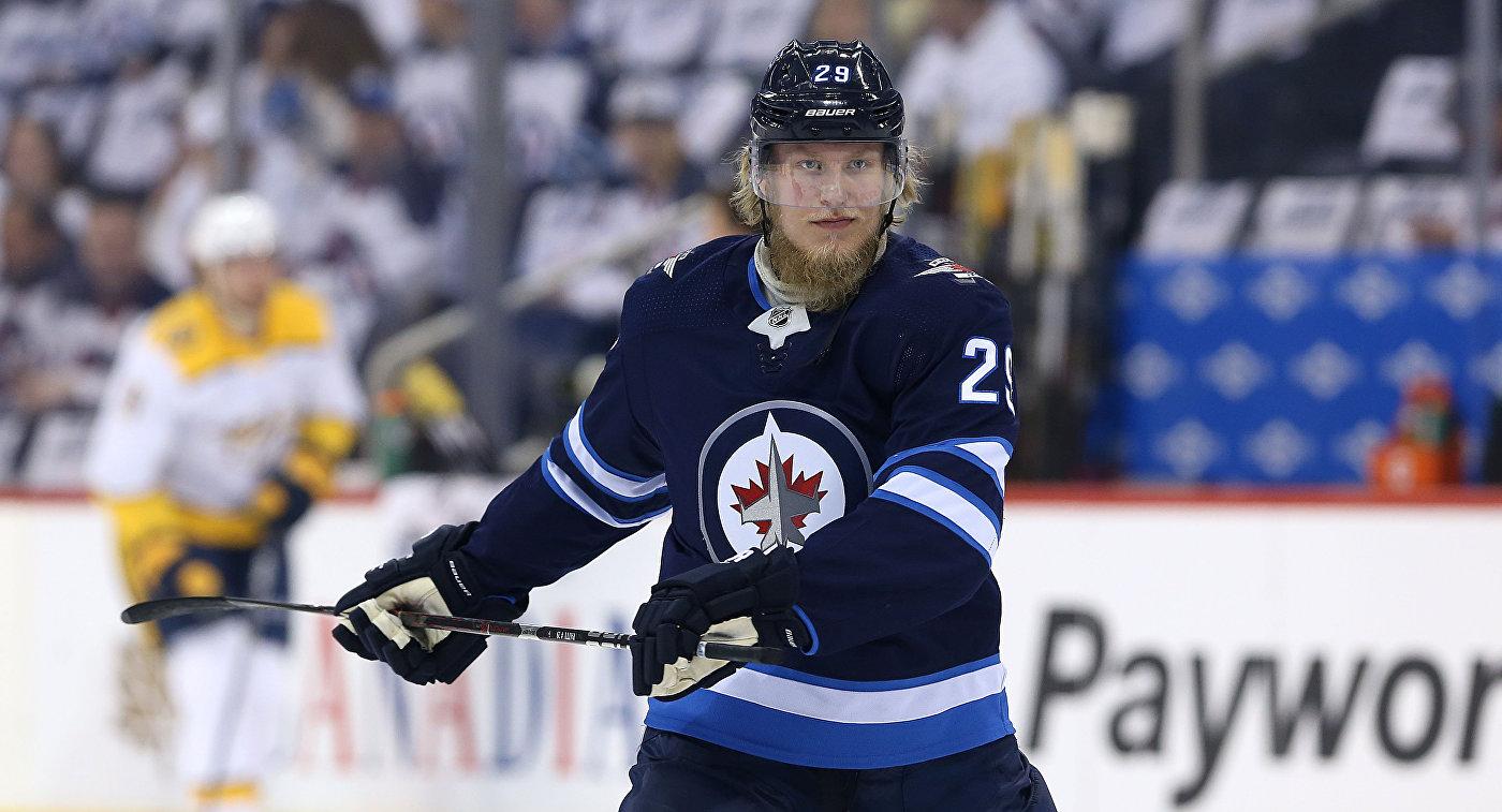 Патрик Лайне признан первой звездой ноября в НХЛ