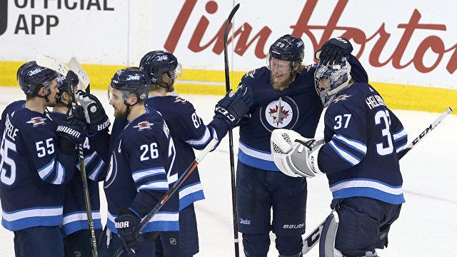 """""""Папочка Лайне"""": первый из двух матчей НХЛ в Хельсинки выиграл """"Виннипег"""""""