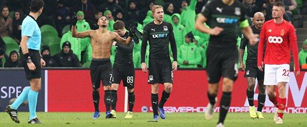 """Футболисты """"Краснодара"""" радуются забитому голу"""