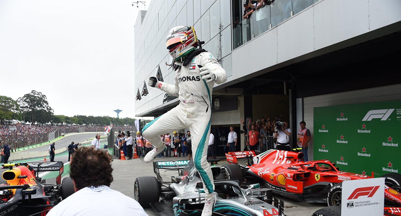 "Хэмилтон выиграл предпоследний этап ""Формулы-1"" - Гран-при Бразилии"