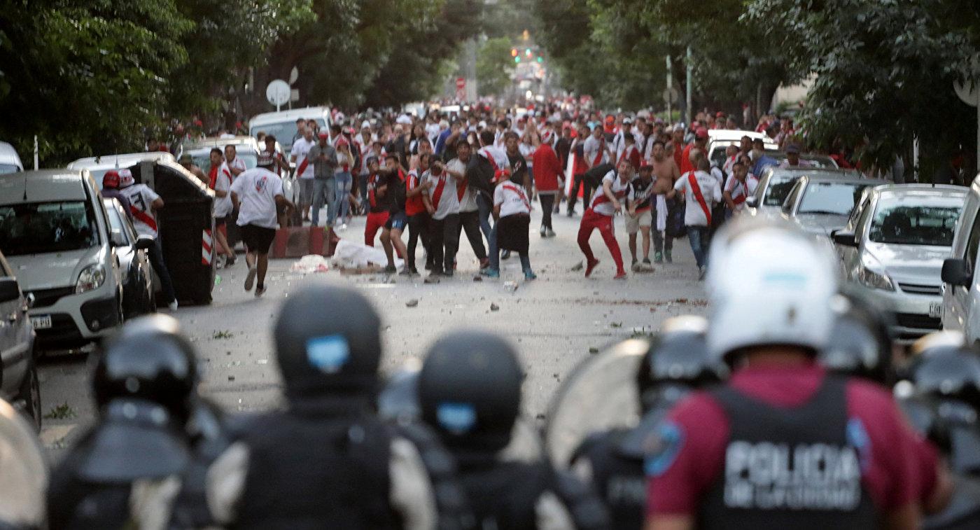 """""""Мы называем это страстью"""". Беспорядки и нападение на """"Боку Хуниорс"""" в Буэнос-Айресе"""