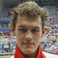 Аркадий Вятчанин, выигравший бронзовую медаль на дистанции 100 м на спине