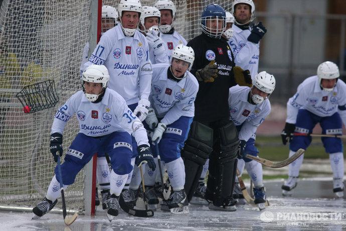Игровой момент матча Динамо - Зоркий