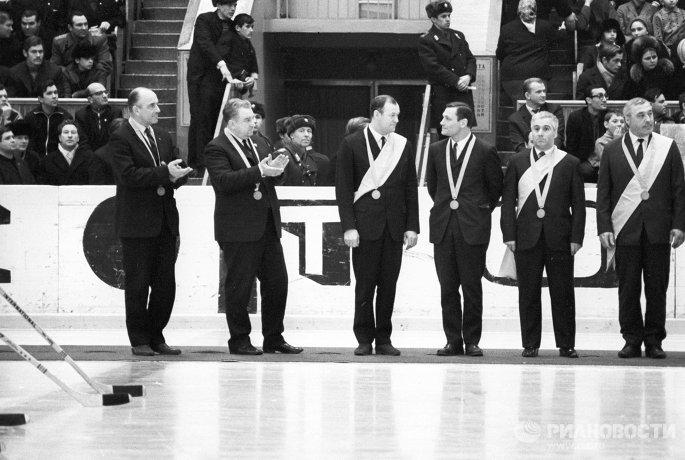 Аркадий Чернышев, Анатолий Тарасов, Всеволод Бобров, Николай Пучков, Григорий Мкртычан и Александр Виноградов (слева направо)