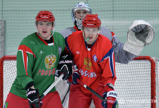 Павел Коледов, Андрей Сигарев (слева направо на первом плане) и Андрей Василевский