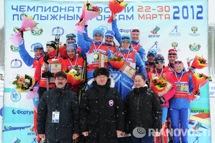 ризеры женской эстафеты чемпионата России по лыжным гонкам