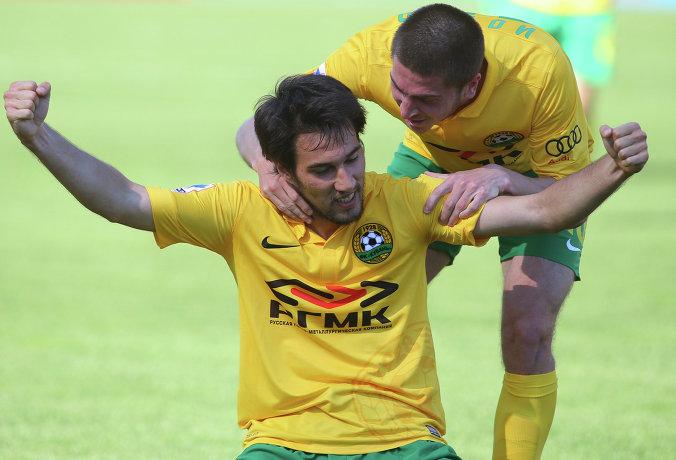 Футболисты Кубани радуются забитому мячу в ворота Зенита