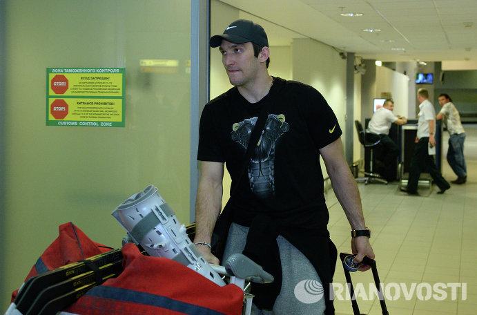 Сборная России по хоккею прибыла в Москву