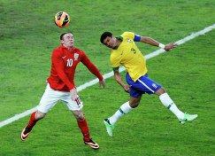 Игровой момент матча Бразилия - Англия