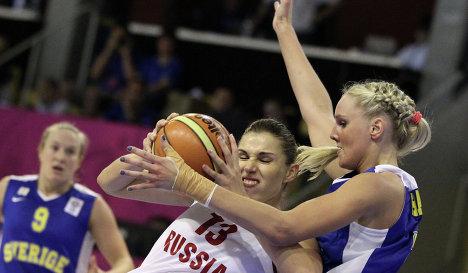 Игровой момент матча Россия - Швеция