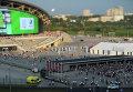 Зрители у входа на стадион Казань-Арена перед началом церемонии открытия XXVII Всемирной летней Универсиады 2013 в Казани.