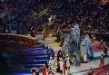 Артисты выступают на церемонии открытия XXVII Всемирной летней Универсиады 2013 на стадионе Казань-Арена в Казани.
