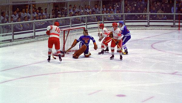 Матч по хоккею между сборными СССР и Финляндии