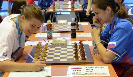 Российские шахматистки Анастасия Савина (слева) и Анна Кашлинская