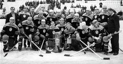 Команда ЦСКА с призом газеты Советский спорт