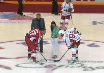 Елена Исинбаева вбросила шайбу на матче команд Ковальчука и Морозова