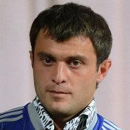 Полузащитник ФК Динамо Алан Касаев во время встречи с болельщиками