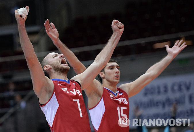 Волейболисты сборной России Николай Павлов (слева) и Дмитрий Ильиных