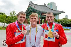 Денис Нижегородов (слева), Сергей Бакулин (справа) и Виктор Чегин
