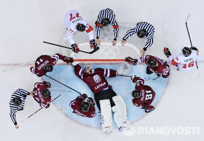 Игровой момент матча Канада - Латвия