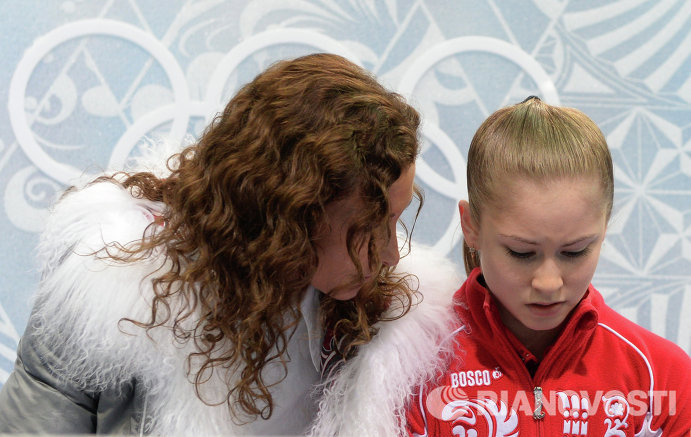 Юлия Липницкая (Россия) с тренером Этери Тутберидзе