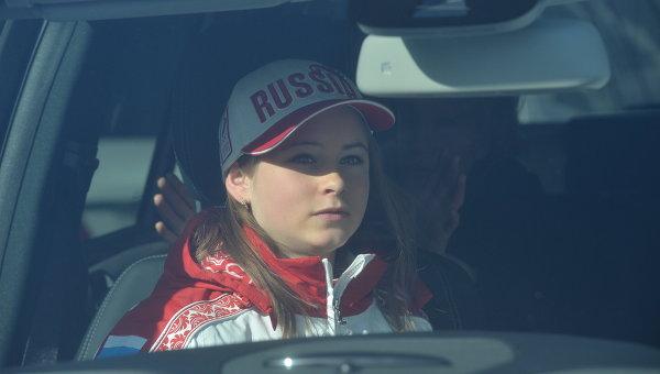 Российская фигуристка Юлия Липницкая во время церемонии вручения автомобилей призерам Олимпиады в Сочи