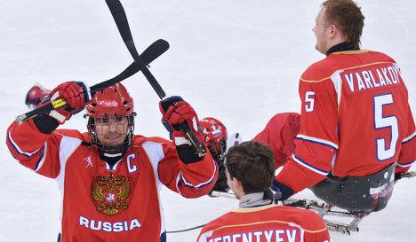 Слева направо следж-хоккеисты сборной России: Дмитрий Лисов, Николай Терентьев и Василий Варлаков