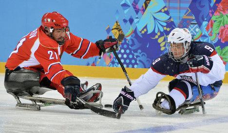 Игровой момент матча между сборными командами США и России