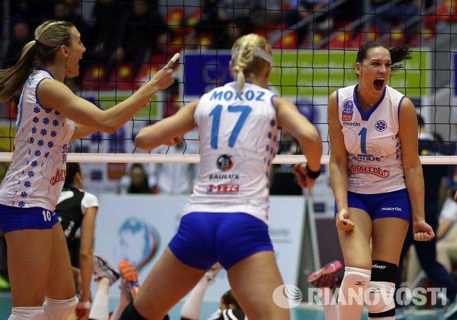 Волейболистки Динамо-Казань Джордан Ларсон, Регина Мороз и Мария Бородакова
