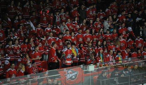 Болельщики ХК Донбасс на арене Дружба в Донецке