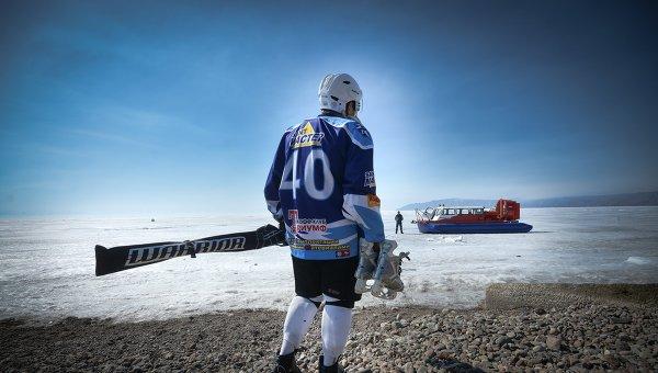 Игрок перед началом матча-акции Ночной Хоккейной Лиги Байкал – территория НХЛ